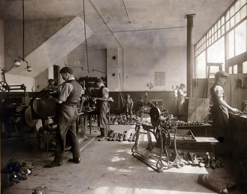 174862 - Workshop in the West Hartlepool Electric Boot Repairing Company, believed to be taken around 1920.