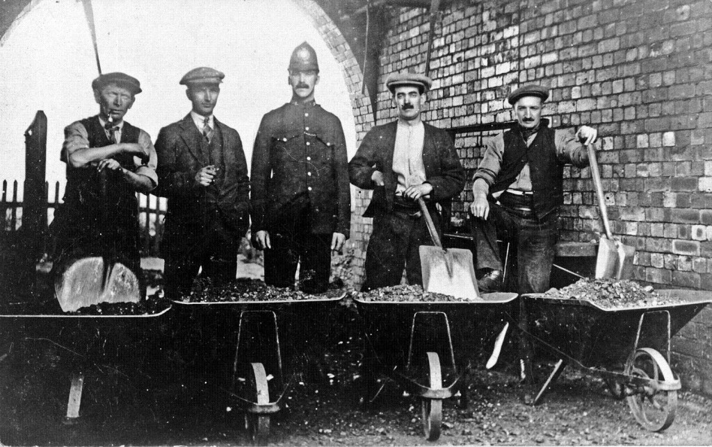 21494 - Officials at the Dean & Chapter Colliery, Ferryhill, distributing coal rations to strikers during the 1921 strike.
