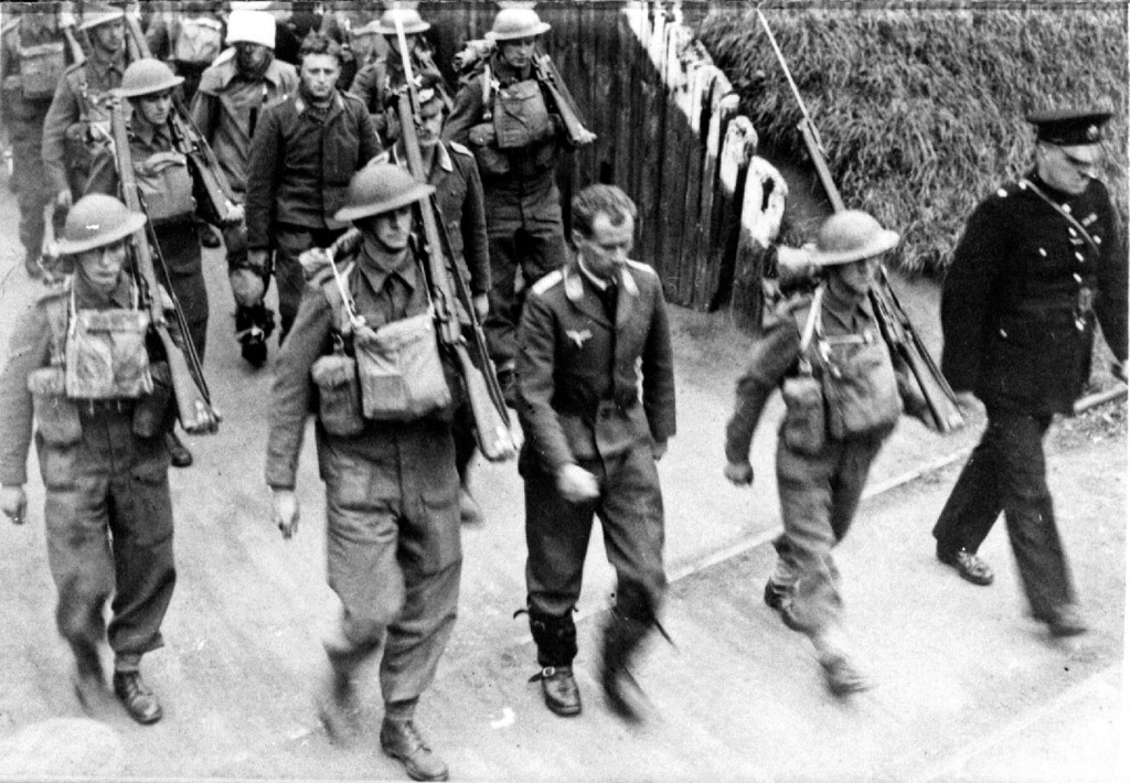 70103 - Another view of the captured German aircrew being marched through Amble.