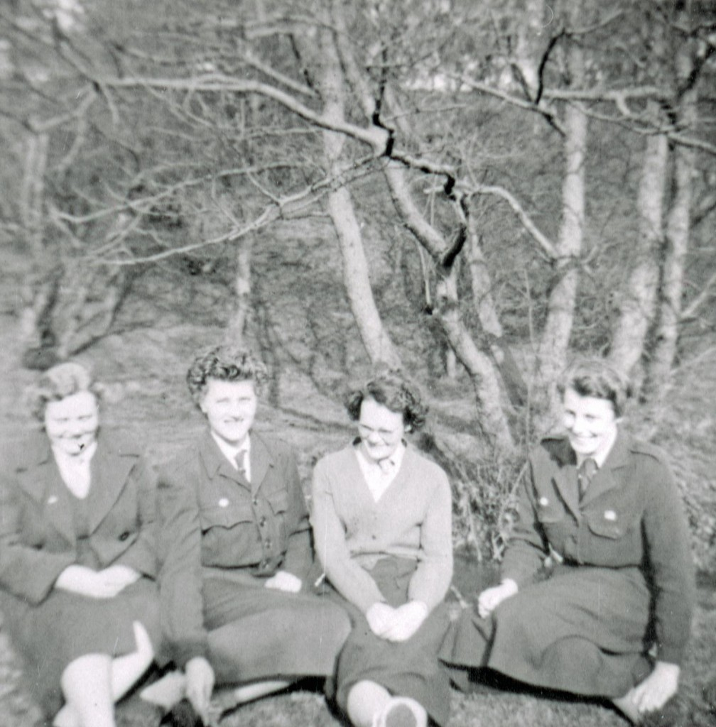 82069 - Group of Girl Guide leaders enjoying the sun at Pockerley in May 1959.